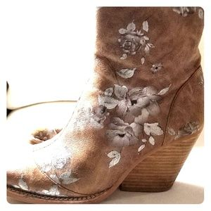 Jeffrey Campbell suede with floral in silver size